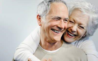 5 actitudes saludables para envejecer con una buena salud dental